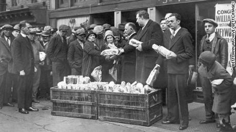 Antrian Roti di Masa Krisi Malaise
