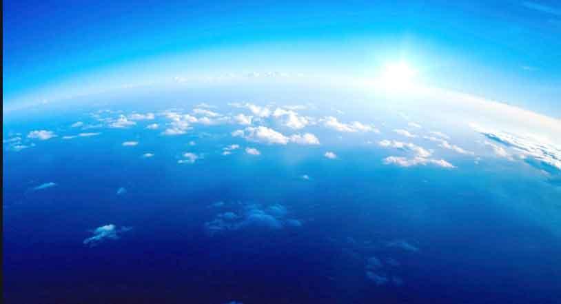 Ilustrasi Langit Berwarna Biru
